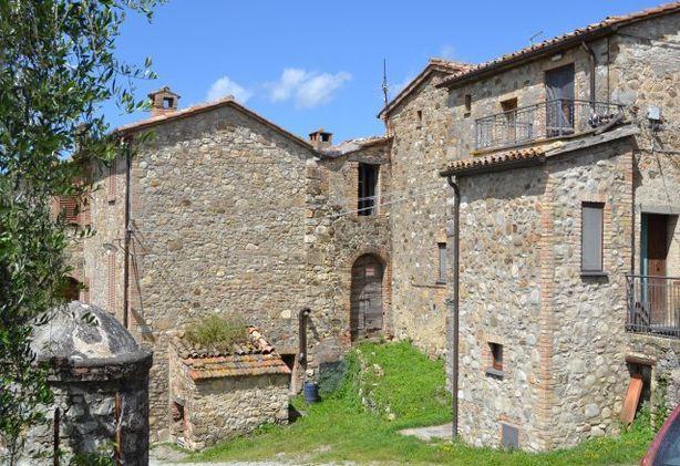 Porzione di casale ad allerona da ristrutturare - Ristrutturare casale in pietra ...