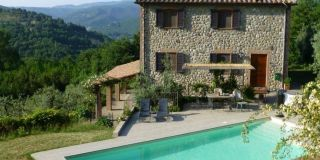 Ficulle, beautiful farmhouse with pool in the countryside
