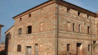 Former XIV century convent with outbuilding to be restored