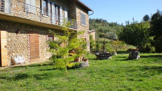 Parrano, two farmhouses with land close to the centre