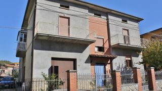 Fabro, apartment on the ground floor with cellar and garden