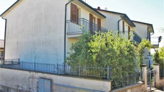 Monteleone d'Orvieto, terraced villa with garden and garage
